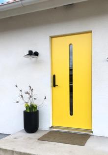 Kuva, joka sisältää kohteen sisä, keltainen, pöytä, rakennus Kuvaus luotu automaattisesti